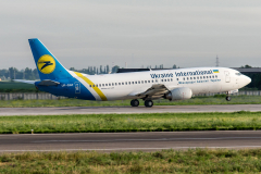 ur-gap-ukraine-international-airlines-boeing-737-400_9-jpg