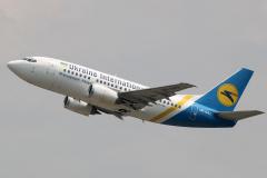 ur-gaz-ukraine-international-airlines-boeing-737-500_2-jpg