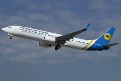 ur-psl-ukraine-international-airlines-boeing-737-900_4-jpg