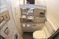 Туалет экономического класса Boeing 777-200 Трансаэро