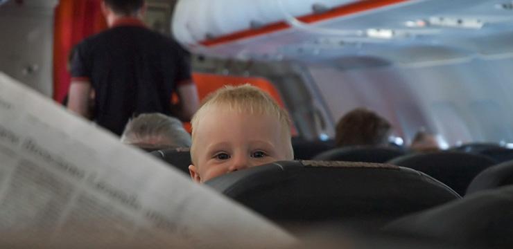 В самолет с ребенком