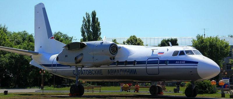 В саратовском аэропорту появился памятник-самолет
