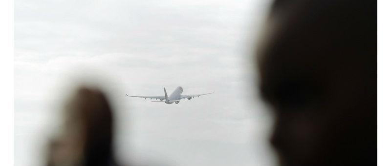 Португалия и Марокко отказались принять самолет с пассажиркой, заболевшей Эболой