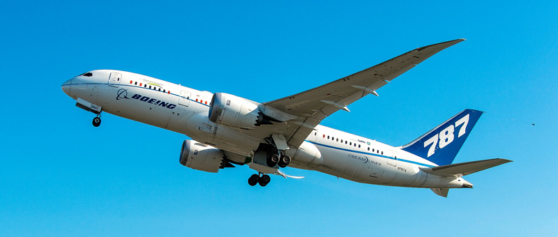 Boeing 787 совершил первый полет используя Биодизель