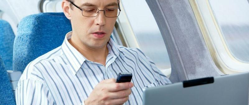 Трансаэро планирует снять запрет на использование телефонов