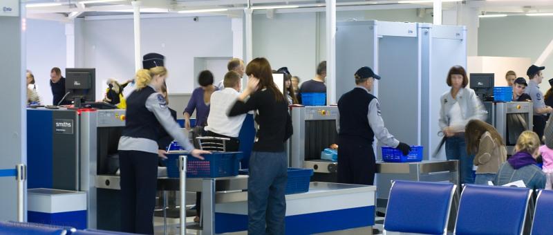 Минтранс собирается узаконить тотальный досмотр в аэропортах