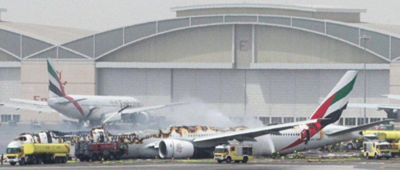 Boeing 777 компании Emirates сгорел в Дубае