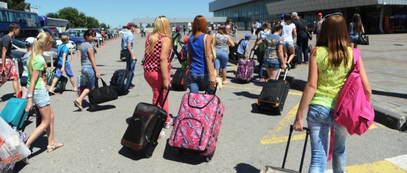 Общий пассажиропоток российских авиакомпаний продолжает падать