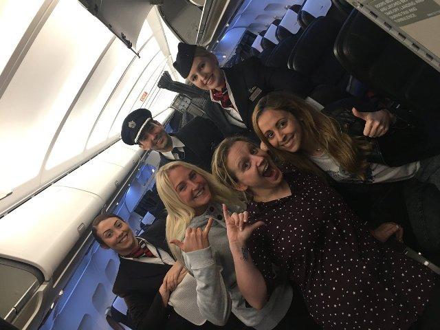 Когда в самолете всего три пассажира, им достается все внимание команды