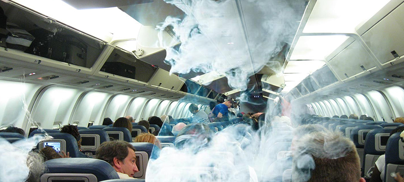 Авиапассажира оштрафовали за курение на борту самолета