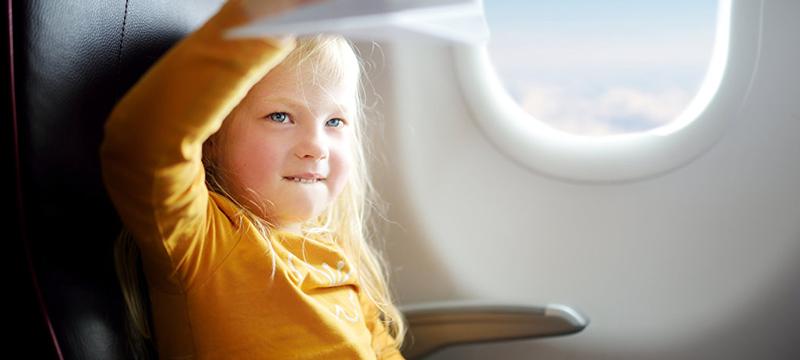 Авиапассажиры рассказали, как успокоить непослушного ребенка в самолете