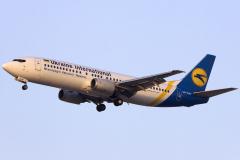 ur-gav-ukraine-international-airlines-boeing-737-400_3-jpg