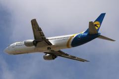 ur-gav-ukraine-international-airlines-boeing-737-400_4-jpg