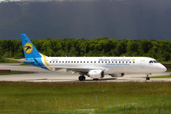 ur-emb-ukraine-international-airlines-embraer-erj-190_5-jpg