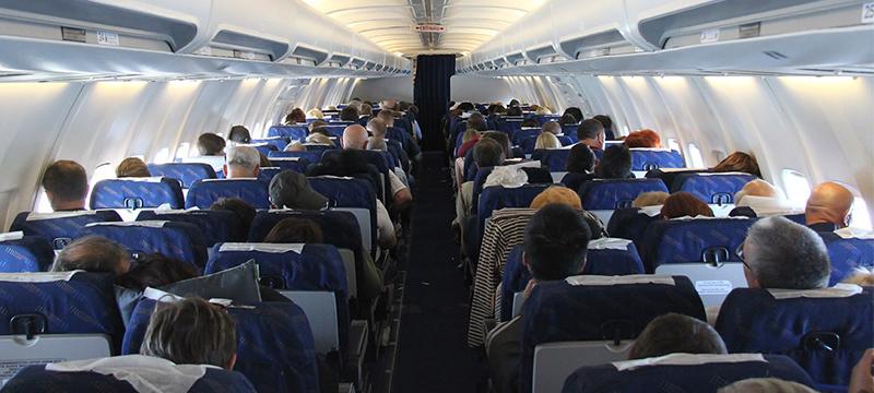 Ученые выяснили, какие места в самолете самые грязные